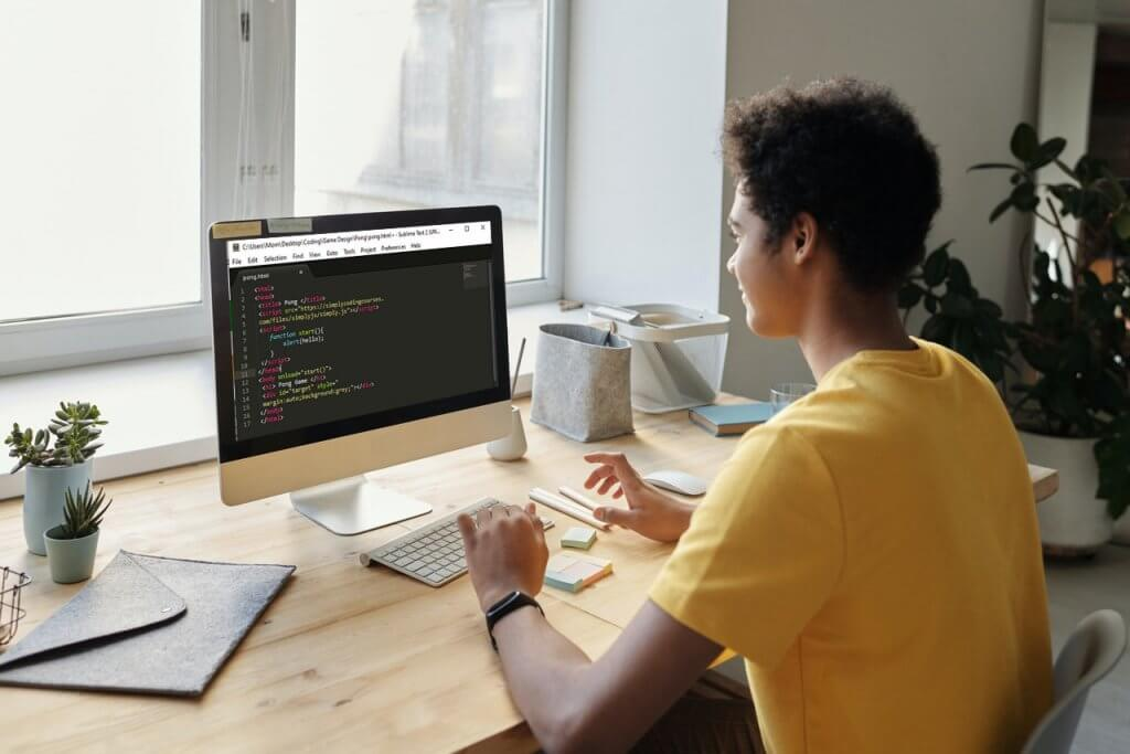 Why use WYSIWYG editors for React development?